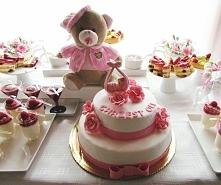 Słodki stół na różowo.