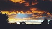 płonące chmury...