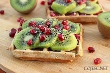 Dietetyczne gofry z owocami  Składniki na 2 - 3 sztuki (w zależności od gofro...