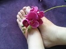 Piękne stopy są wizytówką kobiety , niosą nas przez całe życie, dbajmy o nie, a poniosą nas na koniec świata. #Farmona #stopy #pielęgnacja