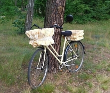 Przemalowany rower i koszyczki w stylu retro uszyty z obrusu ;)
