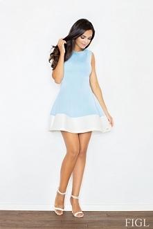 Elegancka sukienka na grubych ramiączkach z okrągłym dekoltem. Charakteryzuje się pięknie rozkloszowanym dołem, zakończonym plisą w białym kolorze. Pionowe przeszycia podkreślaj...
