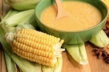 ZUPA Z KUKURYDZY I CURRY  Składniki: * 1 duża cebula, * 2 ząbki czosnku, * 2 łyżki oliwy z oliwek, * 2 łyżeczki curry, * 300 g świeżych ziaren kukurydzy, * 800 ml bulionu warzyw...