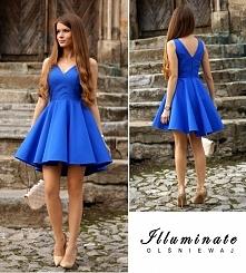 Kobaltowa sukienka z dłuższ...