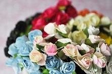 Kwiaty z papieru, uniwersana ozdoba czegokolwiek. :)
