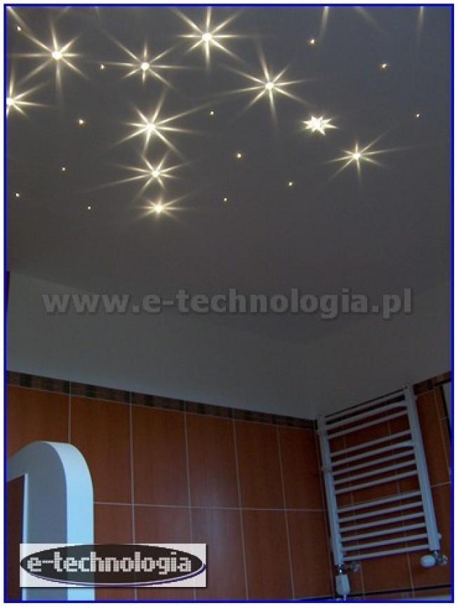Prezentujemy projekt modnej, pięknej łazienki za pomocą oświetlenie światłowodowego Kryształowy Pył. Wnętrze pięknej łazienki z gwieździstym niebem zostało zrealizowane za pomocą zestawów firmy E-Technologia.  e-technologia.pl  tel: 668 487 285