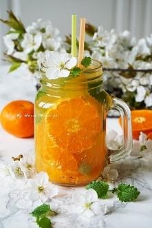 Odprężający drink bezalkoholowy z melisą i mandarynkami Składniki na jedną du...