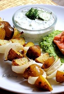 Szaszłyki z młodych ziemniaków z sosem tzatziki. Przepis po kliknięciu w zdjęcie.