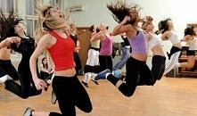 Taniec na siłowni. Jak wybrać zajęcia taneczne na siłowni. W czym można wybierać. Zobaczcie różne odmiany Zumby i innych tańców z klubów fitness.