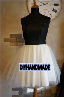 Handmade Sukienka o rozkloszowanym kroju. Uszyta z tiulu i satyny grubej. Gór...