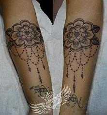 dotwork old school flower tattoo