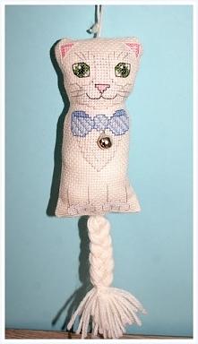 Kotek zabawka - haft krzyży...