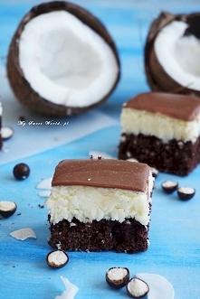 """Ciasto """"Bounty""""-  czyli wilgotny biszkopt czekoladowo-kokosowy nasączony mlekiem (do którego można dodać np. Malibu), przepyszna masa kokosowa, bardzo podobna do oryginalnej (le..."""