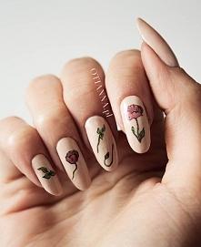 naturalne paznokcie - maki na kremowej bazie :)