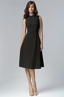Rozkloszowana czarna sukien...