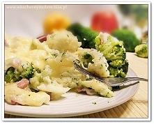 Kalafior i brokuły pod beszamelem z szynką i żółtym serem  (przepis po klikni...