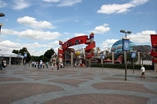 rzez większą część roku paryski Disneyland jest czynny do godziny 22. Jeśli c...