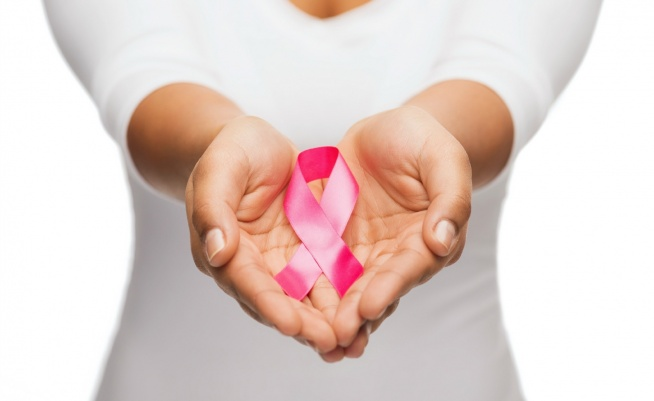 Statystyki są bezlitosne- rak piersi jest jednym z najczęściej występujących wśród kobiet nowotworów. Chorobą najbardziej zagrożone są panie, które przeszły już menopauzę, oraz kobiety mające w kręgu swojej rodziny bliską osobę, którą zaatakował już ten podstępny nowotwór. Ale tak naprawdę rak piersi może spotkać każdą z nas...
