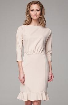 Nommo NA104 sukienka beżowa Rewelacyjna sukienka, wykonana z miękkiej jednolitej dzianiny, rękaw za łokieć, dopasowany fason pięknie podkreśla figure