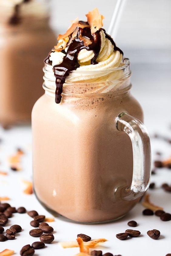 Pyszna kawa mrożona w słoiku. Idealna na upały!