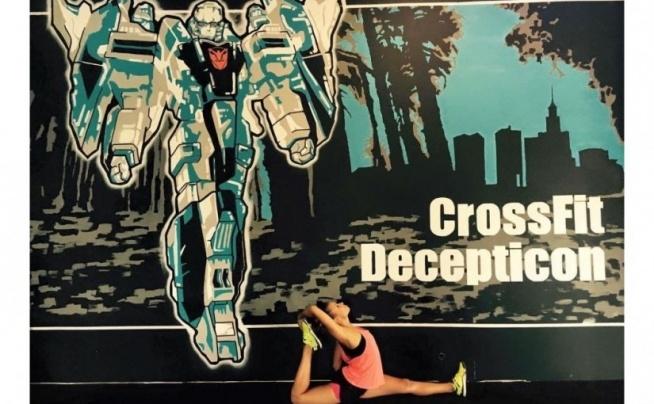 """SPRÓBUJ CROSSFITU !  Właśnie ruszyła nowa funkcjonalność w klubie CrossFit Decepticon ;) Bezpłatne rezerwacje na zajęcia przez internet w serwisie FitPlanner !   Ten klub crossfitowy oferuje tzw. WOD-y czyli zajęcia """"Workout of the day"""" a także wybór zajęć m.in. z crossfitu dla dzieci, mobility, a nawet… jogi!   Zainteresowana/y ? Sprawdź wolne miejsca i zapisz się na zajęcia przez internet ;) (kliknij w obrazek)  FitPlanner - to wyszukiwarka klubów fitness i innych obiektów sportowych w Twojej okolicy, umożliwiająca bezpłatne rezerwacje miejsca na zajęciach."""