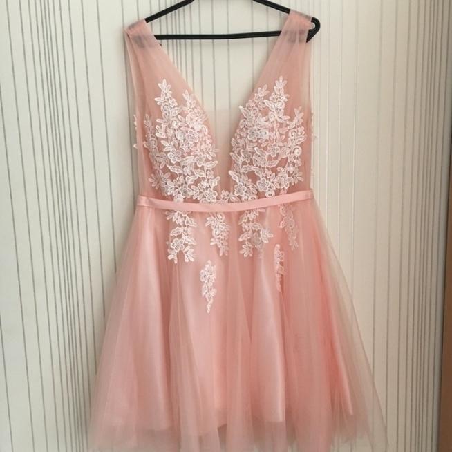 Hej, wie ktoś z jakiej firmy jest ta sukienka i gdzie ją mogę dostać?