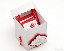 Kartka Ślubna prezent z kuponami biało czerwona  Prezent w środku posiada kupony z życzeniami. Życzenia na odwrocie mają kieszonkę na dołączenie pieniędzy  Kartka prezent z kupo...