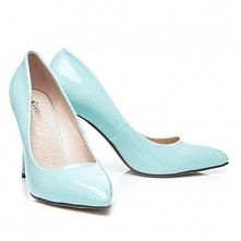 Śliczne buty damskie na szpilce w kolorze jasno niebieskim.