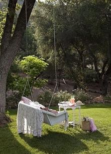 Romantyczna huśtawka w ogrodzie - zobacz jak wygląda taka niezwykła ogrodowa ...