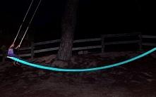 Huśtawka świecąca w ciemności to huśtawka idealna dla dzieci! Zobacz i zainsp...