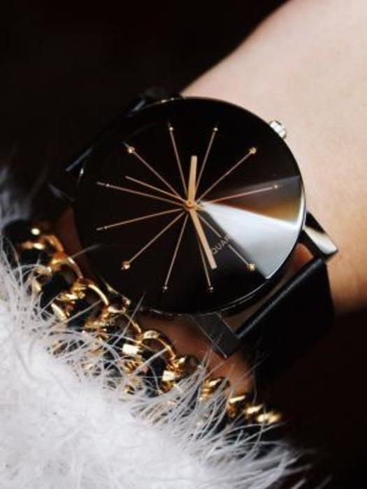 PROMOCJA NOWY ZEGAREK EFEKT 3D! email: paaulinajurczyk@gmail.com cena 19,99 Sprzedam bardzo ładny zegarek damski. Możliwość przesłania więcej zdjęć, Mogę wysłać zegarek za pobraniem.Cena listu poleconego ekonomicznego w kopercie bombelkowej to 5,50 Pasek wykonany jest z czarnej eko skóry. - Średnica tarczy to 3 cm - Długość paska 23 cm Idealnie nadaję się na prezent.Posiada baterie jest nowy i działa bez problemu mruga Regulowane zapięcie;) #promocja #zegarek #czarny #nowyzmetkami nowyzmetk