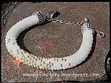 moonsfactory.wordpress.com Bardzo elegancka i stylowa bransoletka wykonana ręcznie na szydełku z koralików toho. Idealna na każdą okazję. Zapraszam również na blog! moonsfactory...