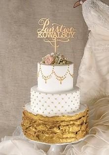 Tort w kolorze złota