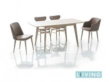 duży stolik dla 6 krzeseł :)