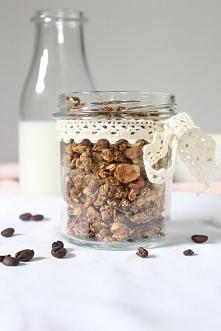 Na śniadanie kawowy zastrzyk energii! Granola kawowo-bananowa domowej roboty - kliknij, aby dowiedzieć się, jak ją przygotować!