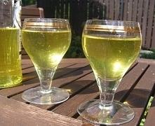Nalewka na czosnku  Nalewka na czosnku ma właściwości lecznicze - wzmacnia na...