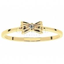 Śliczny, dziewczęcy pierścionek Kokardka z lśniącym brylantem o masie 0,01 ct
