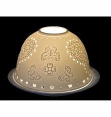 Biały ceramiczny lampion z motylem w kolorze białym. Lampion na świeczkę typu podgrzewacz. Ściągana kopułka - świeczkę ustawiamy na talerzyku. Lampion ażurowy - pięknie wygląda ...
