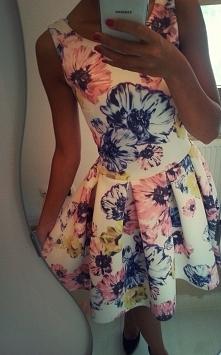 Cudowna rozkloszowana sukienka w kwiaty. Model M386 - zapraszamy do naszego s...