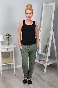 Spodnie dresowe w klasycznym fasonie luźne spodnie z kieszeniami i ściągaczami.... egarderoba24 KLIKNIJ W ZDJĘCIE
