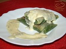 Szpinak w papierze ryżowym z sosem serowym    farsz: pierś z kurczaka szpinak 2 łyżki gęstej śmietany 100 g sera żółtego papryka słodka w proszku, czosnek granulowany, gałka mus...