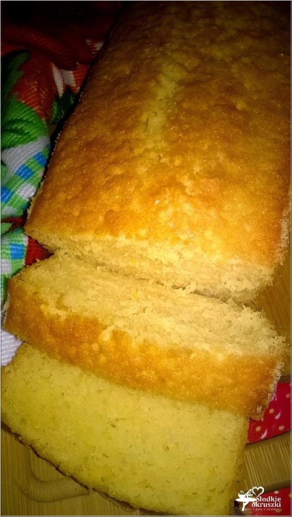 Delikatnie cytrynowa babka. Szybkie, łatwe i bardzo puszyste ciasto dla każdego.  Przepis po kliknięciu w zdjęcie