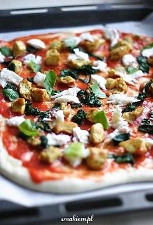 Pizza z piersią kurczaka i szpinakiem