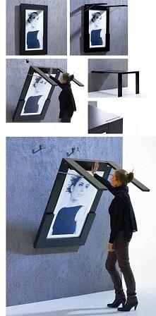 Stolik i obraz w jednym pomysłowe prawda ? :)
