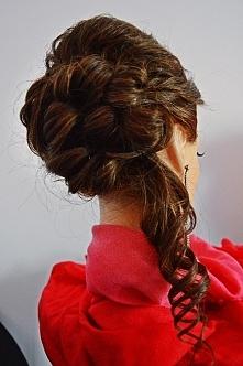 Fryzura wieczorowa, idealna na wesele :) Więcej pomysłów na Facebooku: Fabryka fryzur Madlene, zapraszam ;)