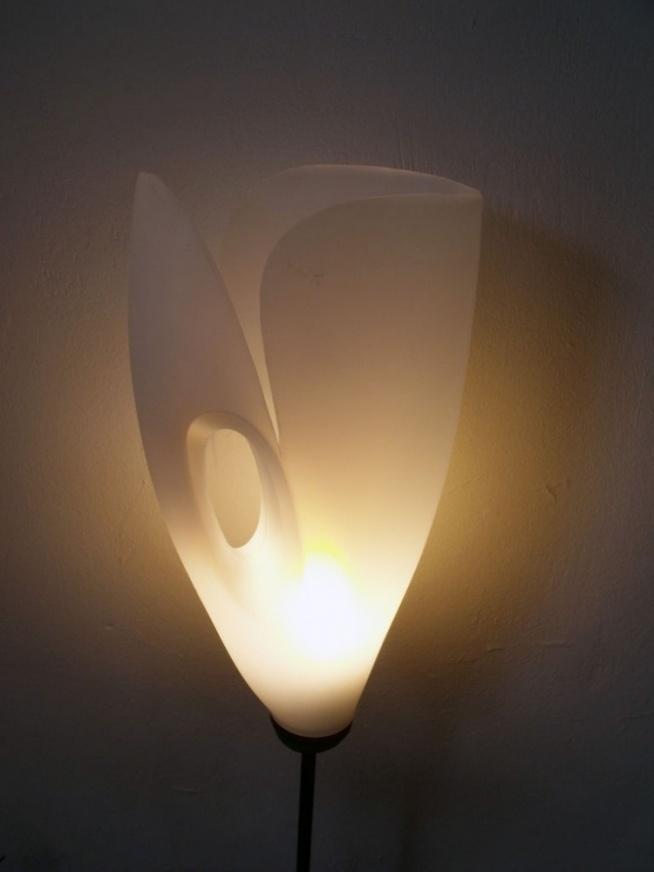 Ta lampa została zrobione ze starego opakowania plastikowego. Bardzo nam się podoba!