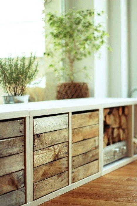 Komoda w wydaniu: drewno efektowne w tej odsłonie. Jest dekoracją, drzwiczkami czy poczekalnią do kominka, :) wygląda też na ławkę w salonie lub przedpokoju.