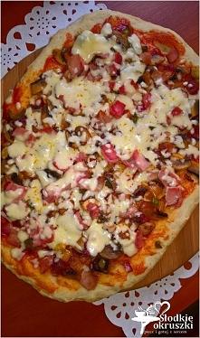 Domowa pizza z szynką. Prosty przepis na pizze.  Przepis po kliknięciu w zdjęcie