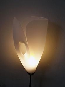 Ta lampa została zrobione z...