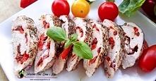 Soczyste i pyszne roladki z kurczaka  z suszonymi pomidorami papryką i fetą są ciekawą odmiana dla zwykłych kotletów z kurczaka . Przepis krok po kroku po kliknięciu w zdjęcie :)